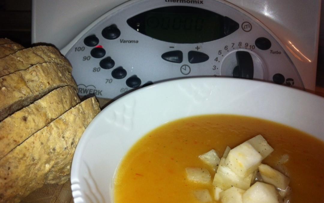 Grøntsagssuppe med selleri tern
